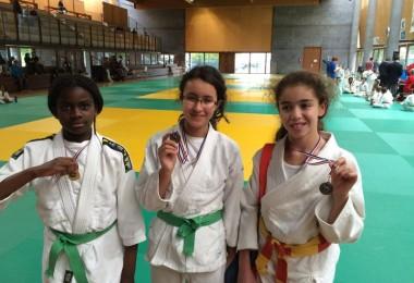 Priscilla, Liza et Isra avec leur médaille